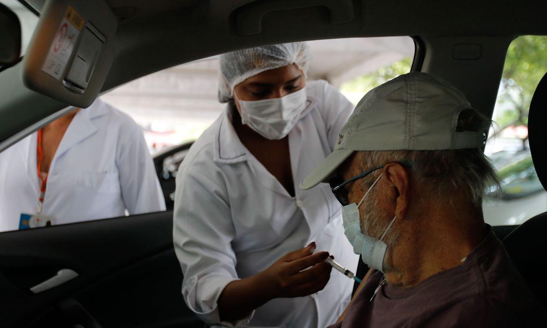 Vacinação reduz pela metade morte entre idosos com mais de 80 anos - Agência Brasil
