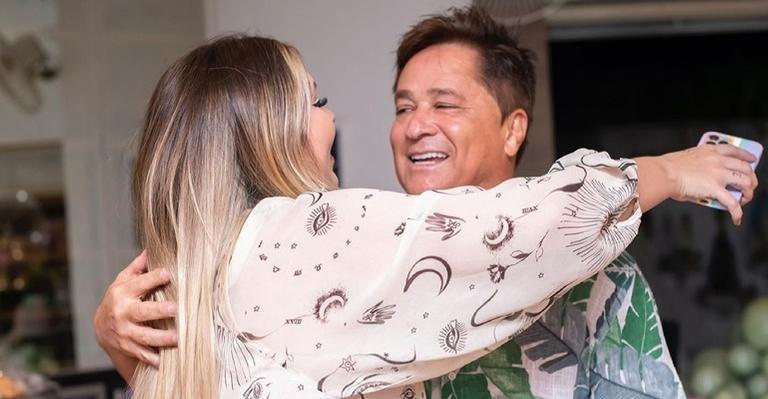 """Virgínia Fonseca posa com o sogro, Leonardo, e se declara: """"Amamos você"""" - Reprodução/Instagram"""