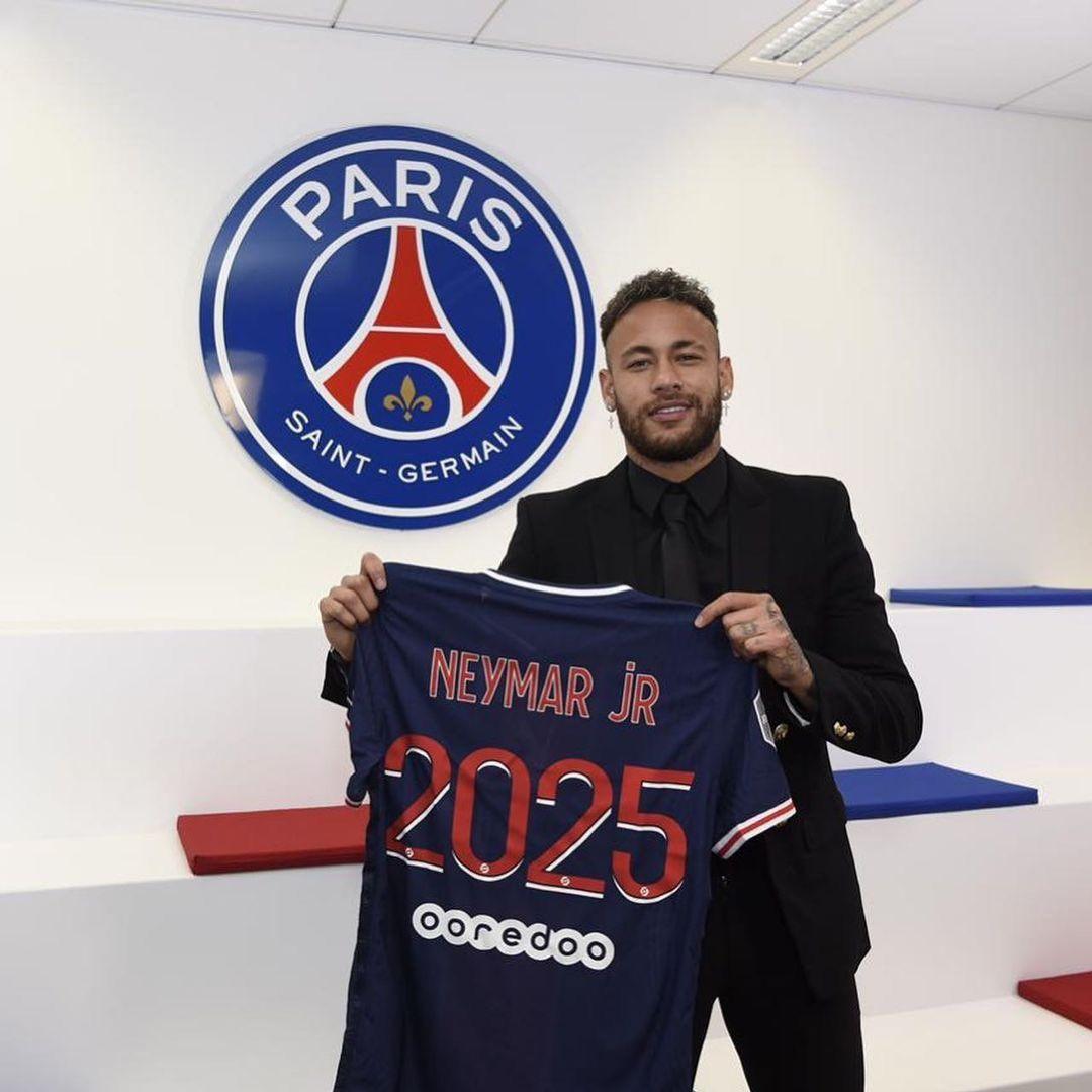 'É um grande prazer estender a aventura no Paris Saint-Germain', festeja Neymar - Reprodução/Twitter