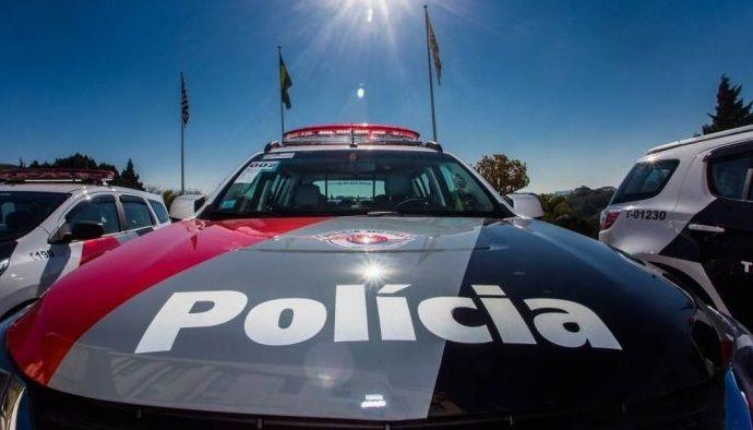 Traficante não reconhece viatura e tenta vender drogas para policiais militares  -