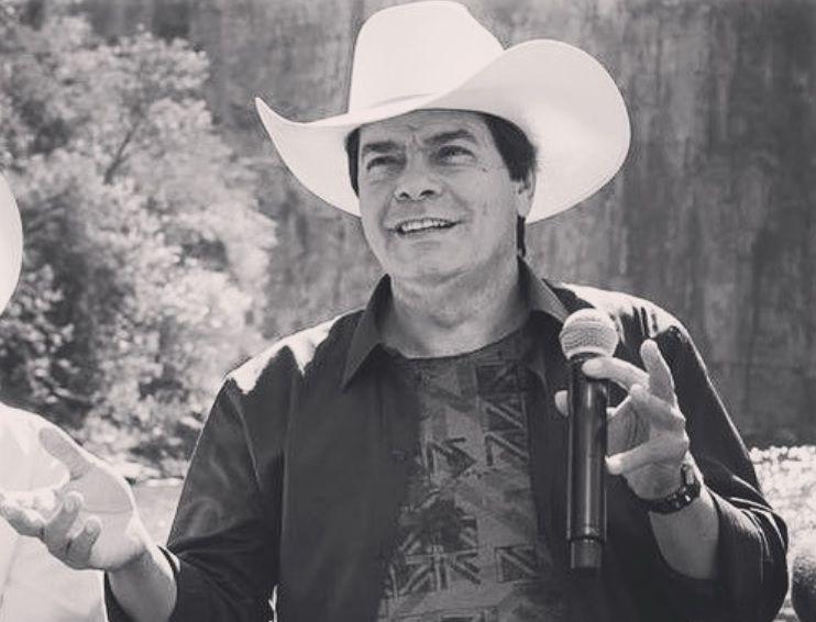 Cantor Parrerito, do 'Trio Parada Dura', morre após complicações causadas pela covid-19 -