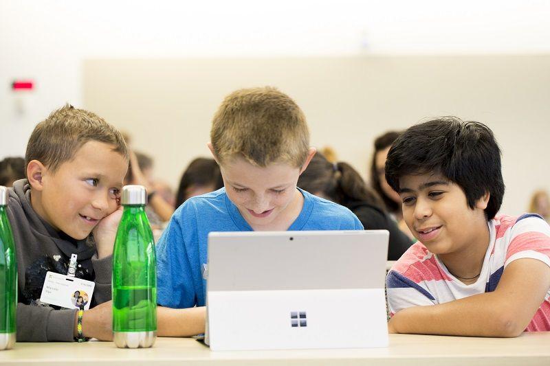 Em parceria com ONGs, Microsoft investe em capacitação profissional no Brasil -